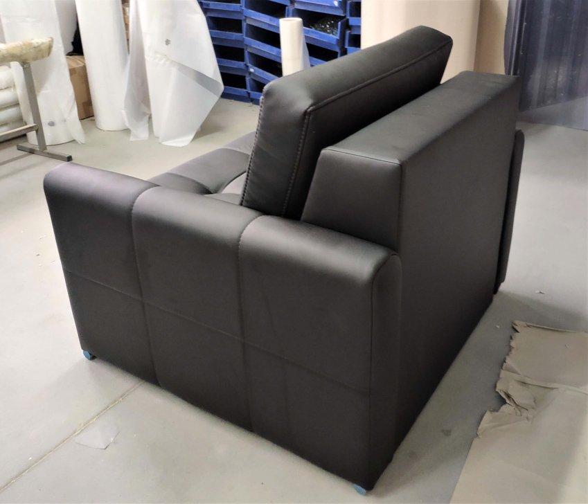 Fotel Verona rozkładany funkcja spania eko skóra czarna mała sofa