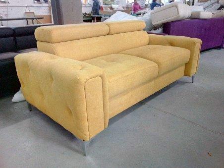 Sofa dwuosobowa żółta kanapa Orion z ruchomymi zagłówkami do salonu do biura