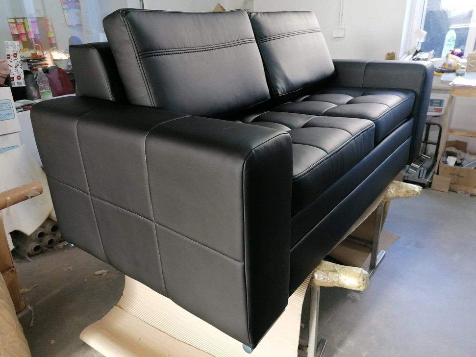 Sofa Verona rozkładana kanapa dwuosobowa czarna eko skóra pikoeane siedziska